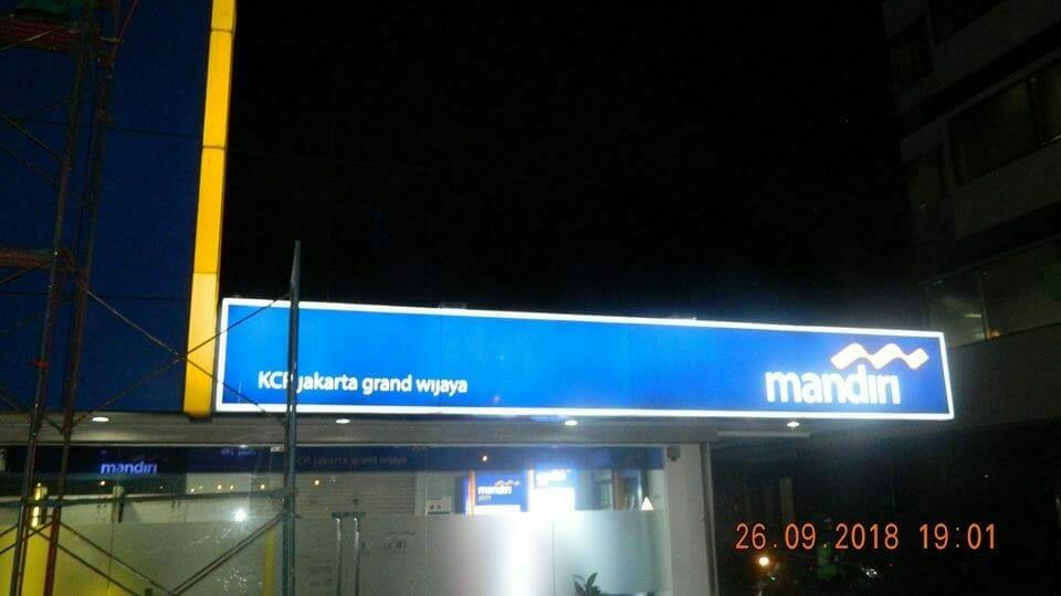 Cuci Kaca Gedung Bank Mandiri KCP Jakarta Grand Wijaya