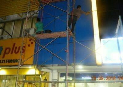 cuci-kaca-gedung-bank-mandiri-kcp-grand-wijaya-11