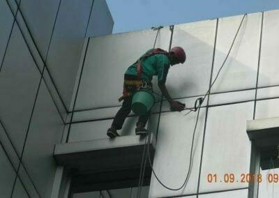 cuci-kaca-gedung-bni-jatiluhur-09