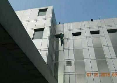 cuci-kaca-gedung-bni-jatiluhur-17