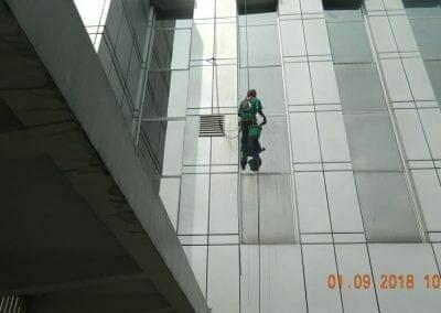 cuci-kaca-gedung-bni-jatiluhur-22