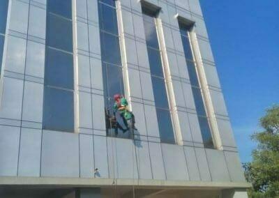 cuci-kaca-gedung-bni-jatiluhur-36