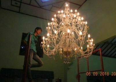 cuci-lampu-kristal-ibu-ana-01