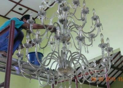 cuci-lampu-kristal-ibu-ana-02
