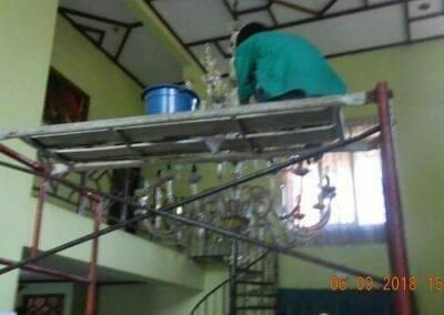 cuci-lampu-kristal-ibu-ana-04