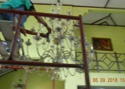cuci-lampu-kristal-ibu-ana-05