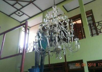 cuci-lampu-kristal-ibu-ana-15