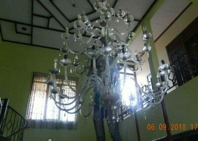 cuci-lampu-kristal-ibu-ana-16