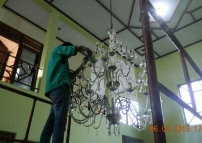 cuci-lampu-kristal-ibu-ana-18