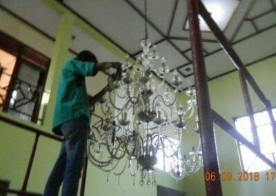 cuci-lampu-kristal-ibu-ana-19