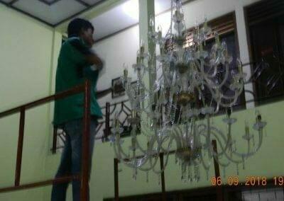 cuci-lampu-kristal-ibu-ana-21