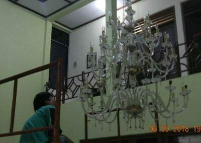cuci-lampu-kristal-ibu-ana-22