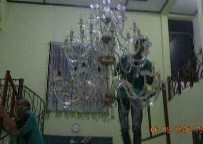 cuci-lampu-kristal-ibu-ana-24