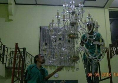 cuci-lampu-kristal-ibu-ana-25