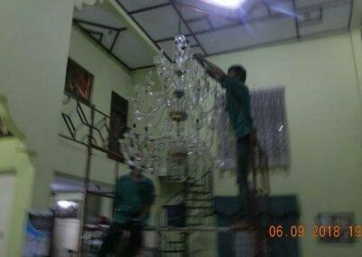 cuci-lampu-kristal-ibu-ana-26