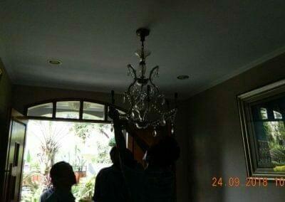 cuci-lampu-kristal-miss-kartika-03