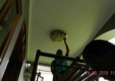 cuci-lampu-kristal-miss-kartika-25