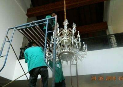 cuci-lampu-kristal-miss-kartika-35
