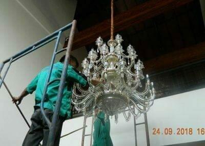 cuci-lampu-kristal-miss-kartika-37