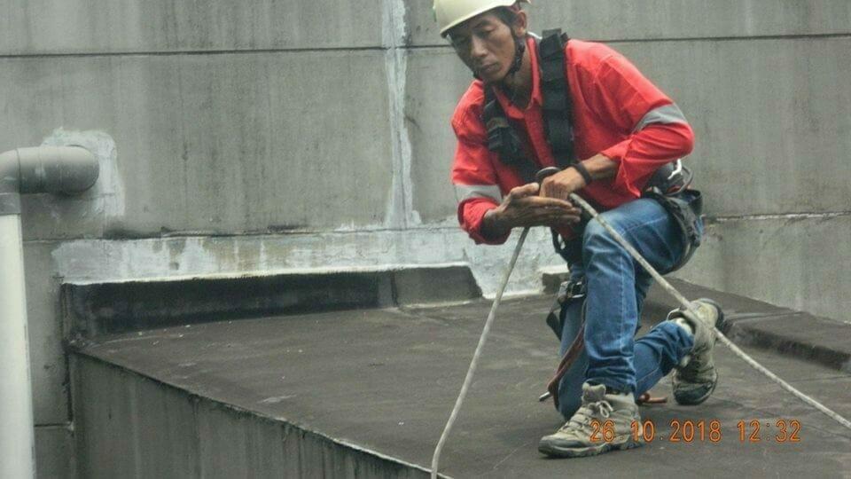Cuci Kaca Gedung | Pembersih Kaca Gedung Ducati Indonesia