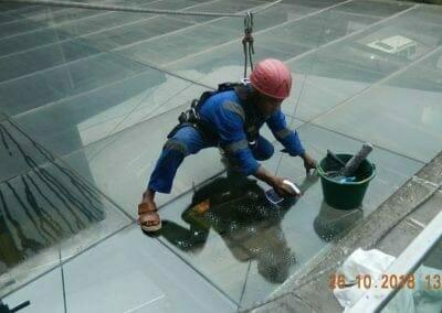 cuci-kaca-gedung-ducati-indonesia-09