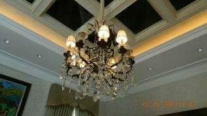 cuci-lampu-kristal-di-lotus-palace-02