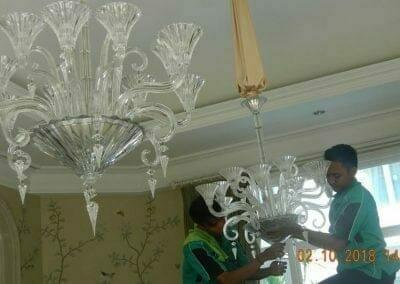 cuci-lampu-kristal-di-lotus-palace-14