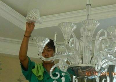cuci-lampu-kristal-di-lotus-palace-18