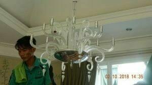 cuci-lampu-kristal-di-lotus-palace-20