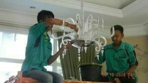 cuci-lampu-kristal-di-lotus-palace-21