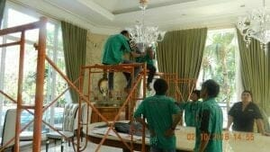 cuci-lampu-kristal-di-lotus-palace-26
