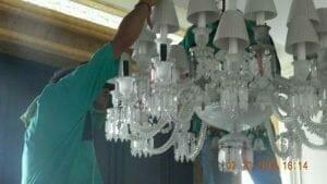 cuci-lampu-kristal-di-lotus-palace-29