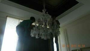 cuci-lampu-kristal-di-lotus-palace-30