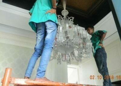 cuci-lampu-kristal-di-lotus-palace-32