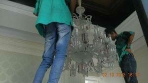 cuci-lampu-kristal-di-lotus-palace-33