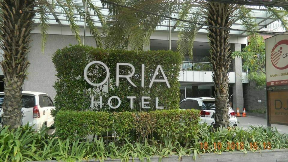 Pembersih Gedung | Cuci Kaca Gedung Hotel Oria Jakarta Pusat