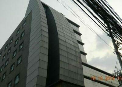 pembersih-gedung-cuci-kaca-gedung-hotel-oria-02