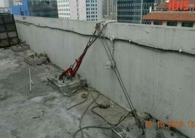 pembersih-gedung-cuci-kaca-gedung-hotel-oria-03