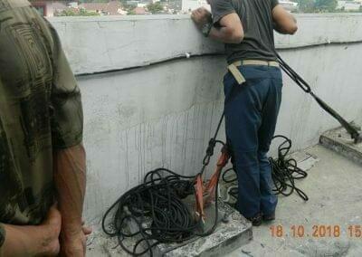 pembersih-gedung-cuci-kaca-gedung-hotel-oria-05