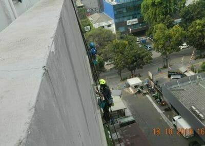 pembersih-gedung-cuci-kaca-gedung-hotel-oria-07