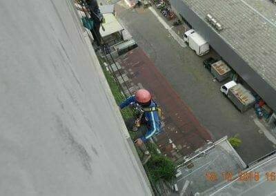 pembersih-gedung-cuci-kaca-gedung-hotel-oria-08