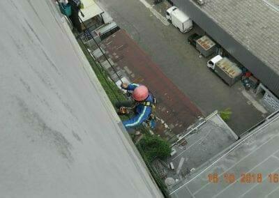 pembersih-gedung-cuci-kaca-gedung-hotel-oria-09