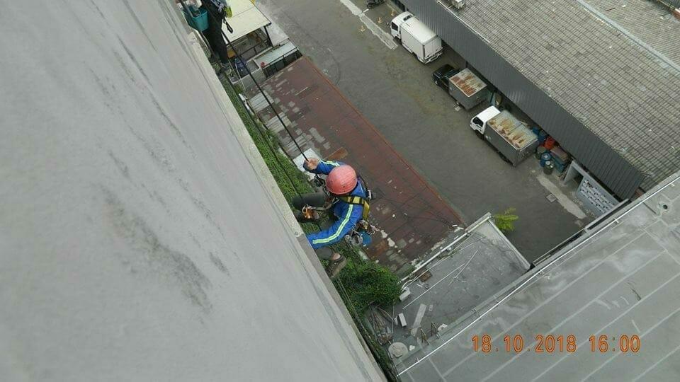 pembersih kaca gedung hotel oria jakarta 09