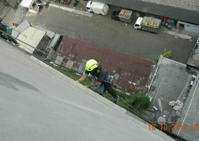 pembersih-gedung-cuci-kaca-gedung-hotel-oria-11
