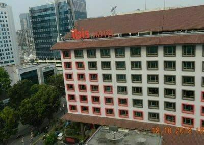 pembersih-gedung-cuci-kaca-gedung-hotel-oria-13