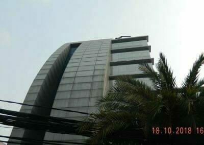 pembersih-gedung-cuci-kaca-gedung-hotel-oria-16