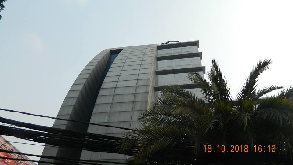 pembersih kaca gedung hotel oria jakarta 16