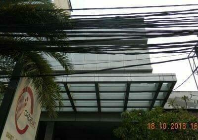 pembersih-gedung-cuci-kaca-gedung-hotel-oria-17