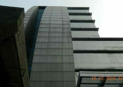 pembersih-gedung-cuci-kaca-gedung-hotel-oria-18