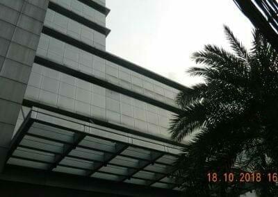 pembersih-gedung-cuci-kaca-gedung-hotel-oria-19